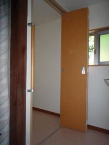 木製折れ戸ドア