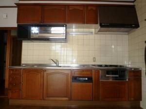 天然木(こげ茶色)扉   システムキッチン